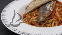 Nouilles aux crevettes et maquereaux grillés